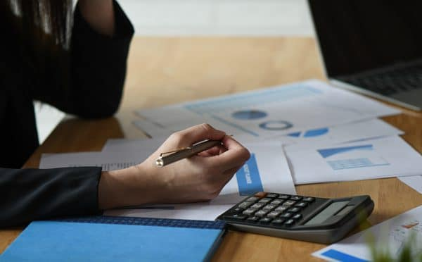 accounting concept accounting staff is summarizing RD49N3T 606x372